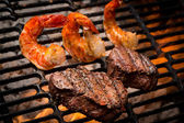 Jumbo Shrimp and Steak on a Grill — Stock Photo