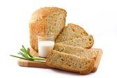 Bochník chleba, mléka a cibule — Stock fotografie