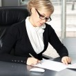 Businesswoman signing a contract — Stock Photo #21727899