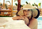 Portrait de la jeune fille au chapeau — Photo