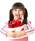 Beyaz zemin üzerinde bir hediye ile küçük kız — Stok fotoğraf