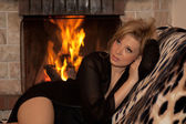 The girl is heated at a fireplace — Stock Photo