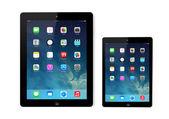 New operating system IOS 7 screen on iPad and iPad mini Apple — Stock Photo