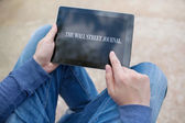 Man holding ipad with Wall Street Journal on the screen — Stock Photo