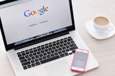 MacBook Pro Retina and iPhone 5s with Google home page on the sc — Stock Photo