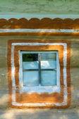 一个典型的乌克兰古董房子窗口的详细信息 — 图库照片