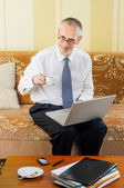 Senior Businessman with Computer Drinking Coffee — Stock Photo