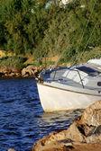 Barco que está localizado no porto — Foto Stock