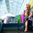 Woman in shopping mall — Stockfoto