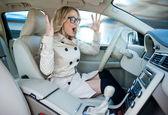 Kobieta kierowca w road rage — Zdjęcie stockowe