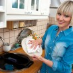 Woman washing dishes — Stock Photo #19680977