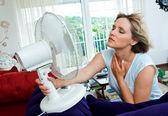 Kadın kendini soğutma — Stok fotoğraf