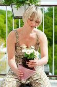 Woman planting flowers — Stock Photo