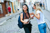 Woman tourists in the city — Stock Photo
