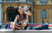 Woman tourist drinks water — Stock Photo