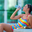 Woman drinking water — Stockfoto