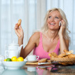 Woman at breakfast — Stockfoto