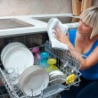 Attractive woman washing dishes — Stock fotografie