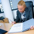 Business woman signing documents - Foto Stock