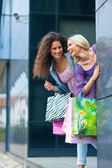 Two woman friends shopping — Stock Photo