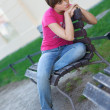 Teen girl on the bench — Stockfoto