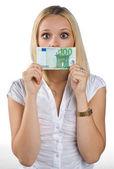 Kobieta wyciszony z rachunku euro na jej ustach — Zdjęcie stockowe