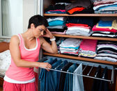 Woman choosing clothes — Stockfoto