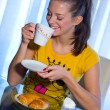 Teen girl at breakfast — Stock Photo