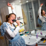 Teen girl singing — Stock Photo #22734091