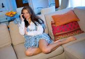 Teen girl with telephone — Stock Photo