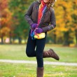 Elegant woman in autumn scenery — ストック写真