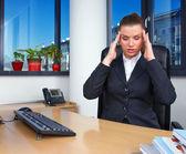 Mujer de negocios con migraña — Foto de Stock