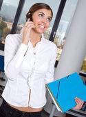 Mulher com telefone móvel — Foto Stock