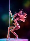 Frau pole tänzerin — Stockfoto