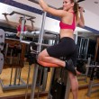 vrouw in gym — Stockfoto