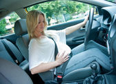 Pregnant woman driving — Stock Photo