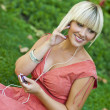 Frau mit MP3-Player — Stockfoto