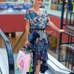 Woman shopping — Stock Photo #26579985