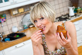 Woman eating breakfast — Stock Photo