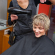 Foto Stock: Stylist dryingwomhair