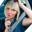 Womdriver with car key — Stock Photo #32041061