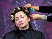 Hairdresser putting rollers in woman hair — Foto de Stock