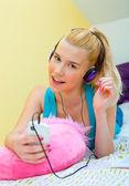Teen girl listen music — Stock Photo