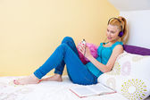 Teen girl listen music and relaxing — Stock Photo