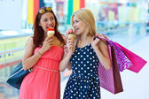 Two girls with ice cream — Stock fotografie