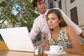 Homme d'affaires et femme d'affaires ayant une réunion dans une terrasse de café — Photo