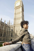 Young tourist standing by Big Ben in London city. — Stock Photo