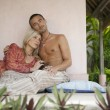 Young couple relaxing on tropical vacation. — Stock Photo