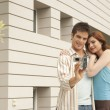 Young couple arriving at their new home — ストック写真