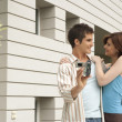 Young couple arriving at their new home — Stockfoto